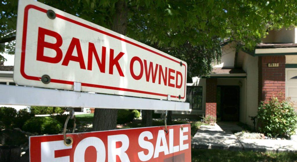 Début de la crise des subprimes